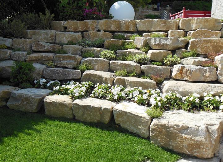 Lavorati speciali in pietra di credaro cava bettoni - Muretti per giardino ...