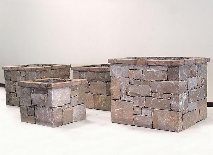 Decorazione ville residenze e giardini in pietra cava for Pozzi in pietra da giardino