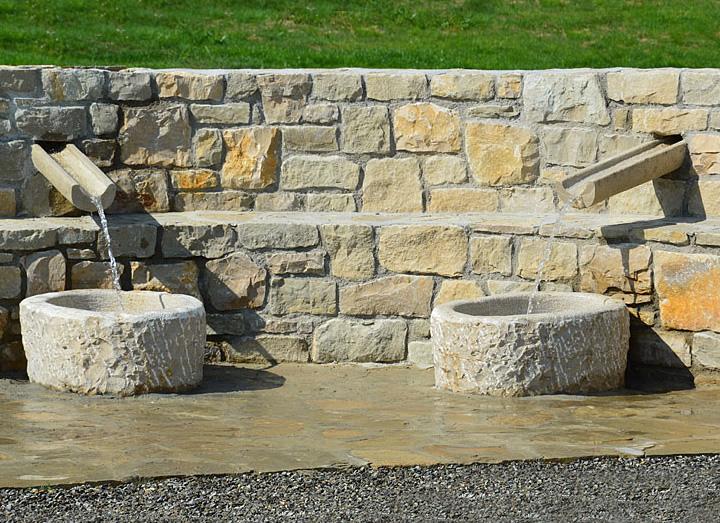Decorazione ville residenze e giardini in pietra cava - Muretti in pietra giardino ...