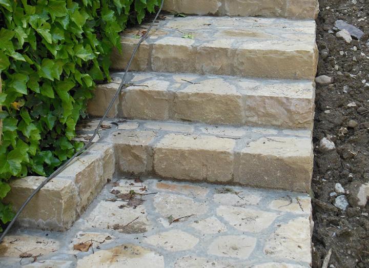 Scale e decorazioni in pietra per giardini cava bettoni - Scale per esterni in pietra ...