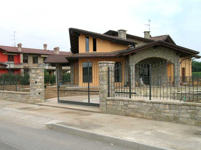 Rivestimento Villa In Pietra Di Credaro A Capriate San