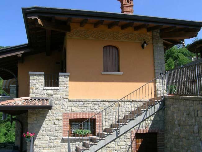 Rivestimento in pietra di credaro di villa a marmentino - Costruire case in pietra ...