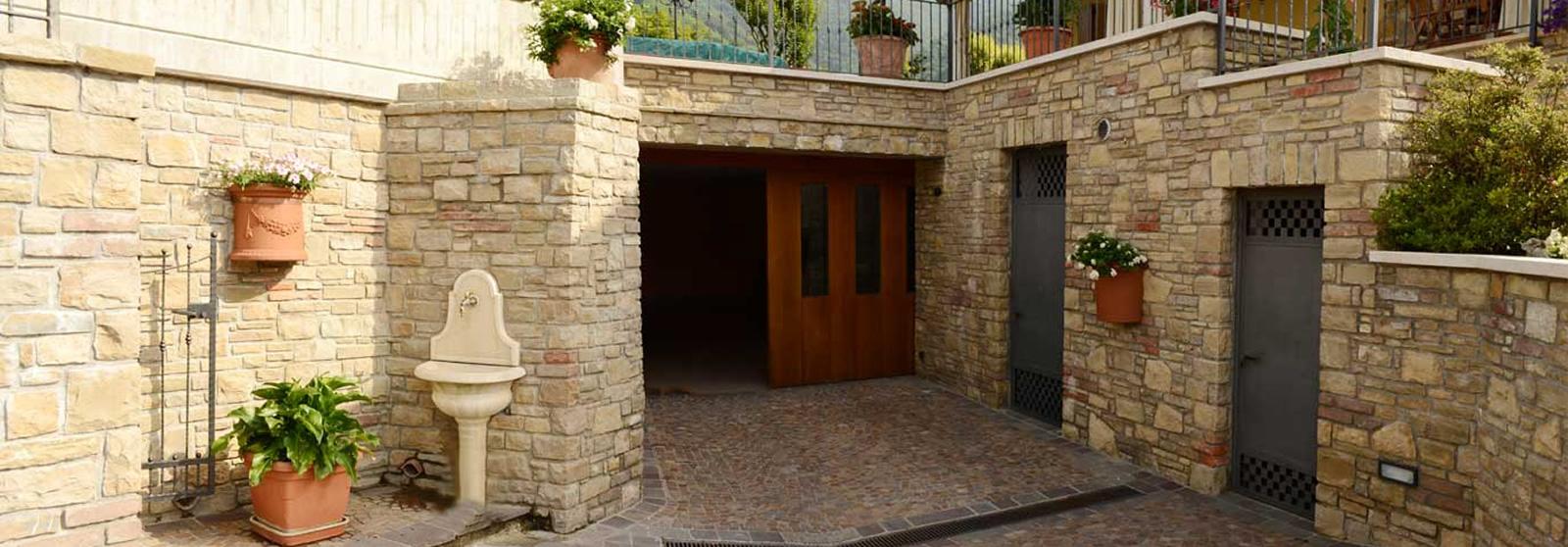 Cava bettoni vera pietra di credaro estrazione for Pietra di credaro rivestimenti